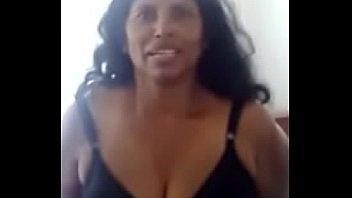 Рыженькая пранкерша раздвинула брюнетистую телку на лесбиянский секс