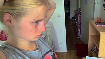 Девчонки в социальных сетях хвастают своими голенькими телами