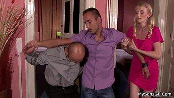 Сексуальная мулатка показывает крупные груди и жопу