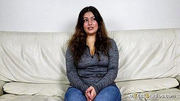 Настоящая секс бомба принимает кончу в рот по окончании дикого секса