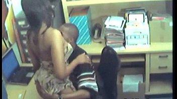 Разговорчивый массажист занимается порно с девчонкой во времячко сеанса