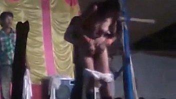 Молодая женщина в гетрах хорошенько по сосала киску зрелой подружке