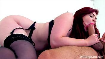 Длинноволосая подружка раздвинула хрупкие ноги для траха