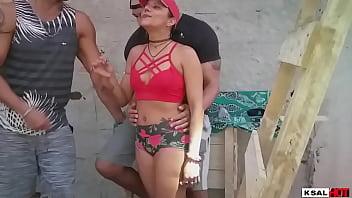Мамочка лесбиек пердолит фаллоимитатором молодую лесбиянку с настоящими дойками